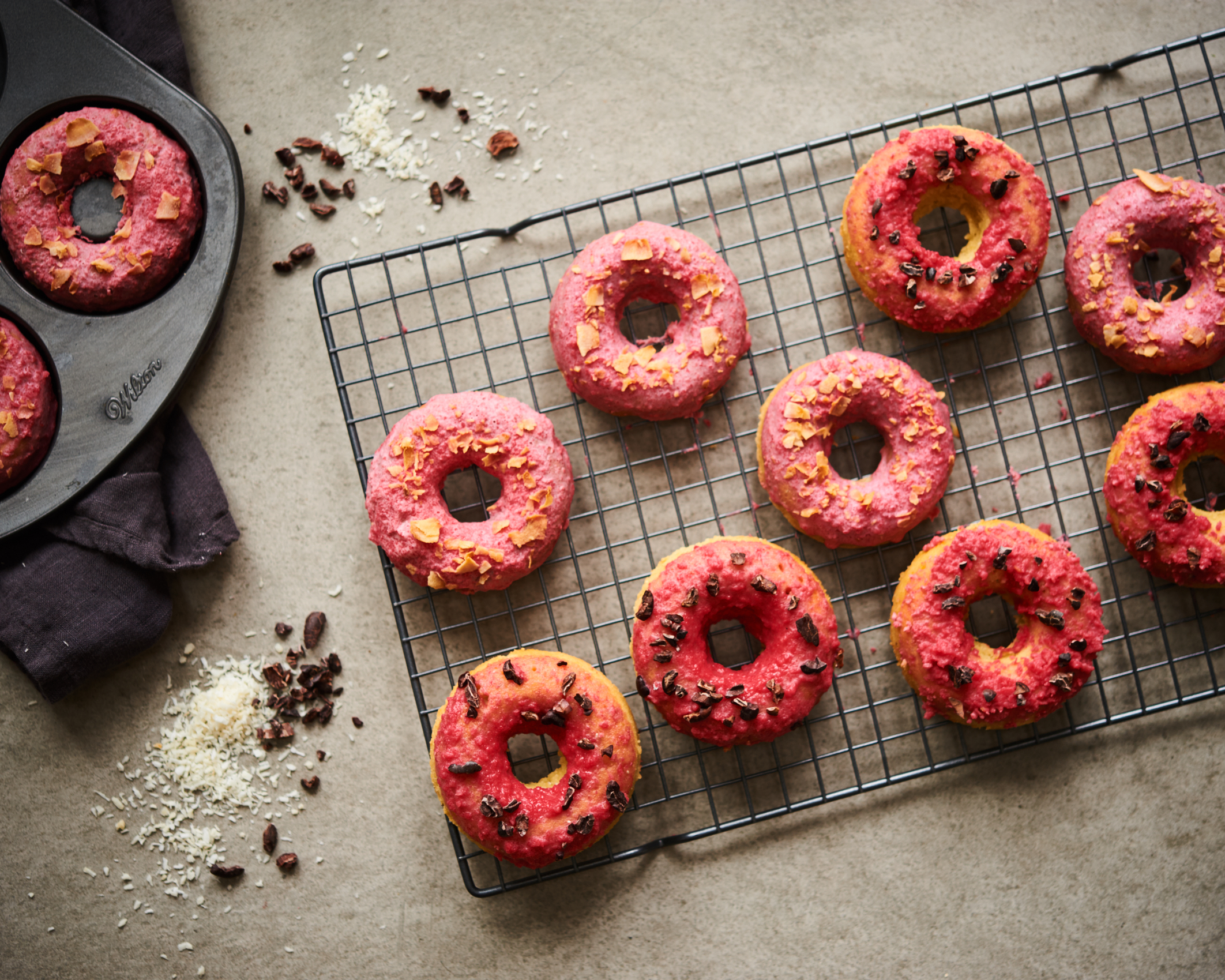 These gluten free and grain free donuts are so amazing because they are paleo and vegan and sugar fee.