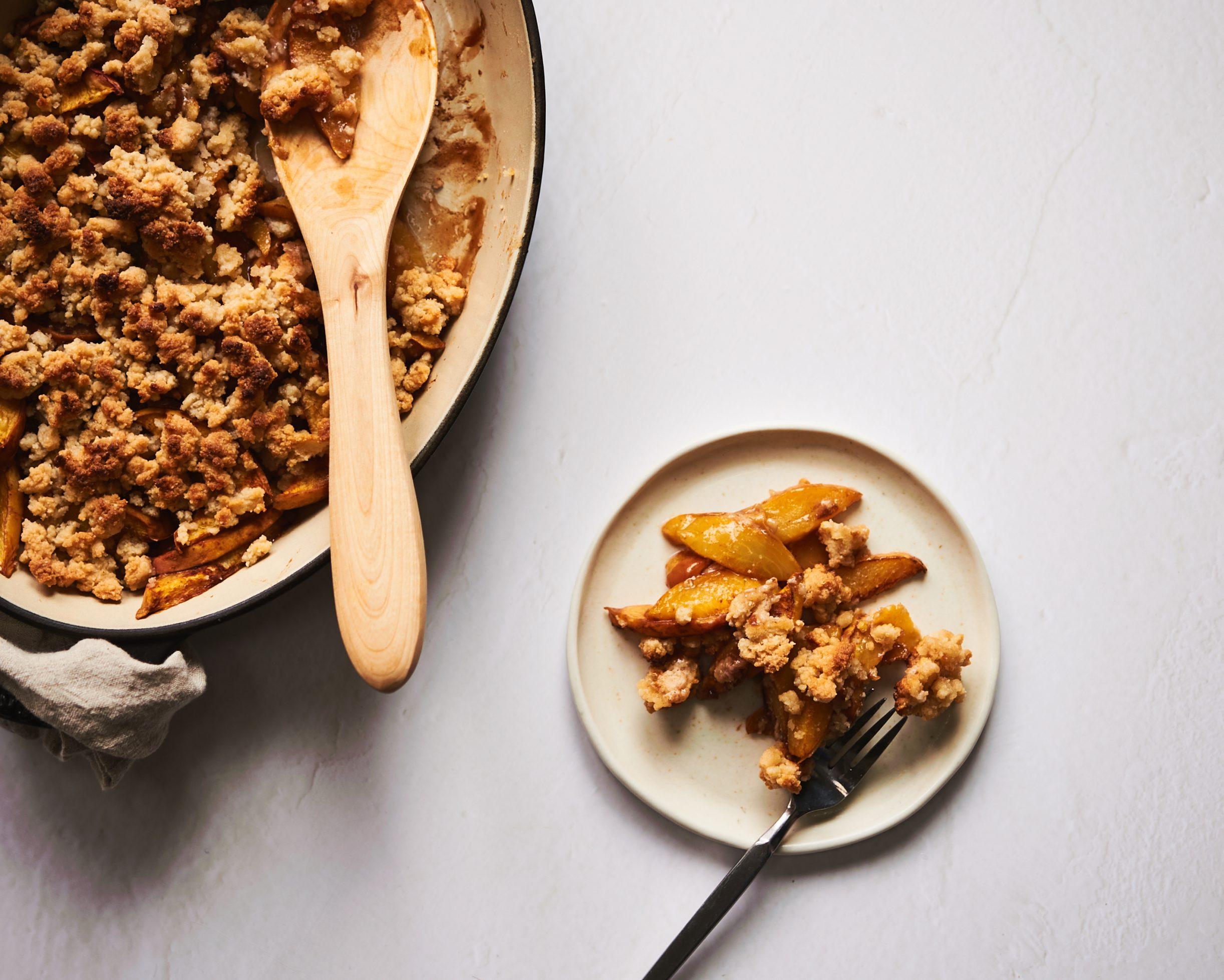 This peach cobbler is gluten free, paleo and sugar free