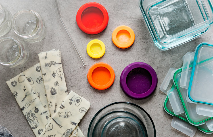 This post will teach you how to use reusable eco-friendly containers that are healthy for you and free of chemicals. This is how to have a toxic-free kitchen, use glass containers and avoid waste